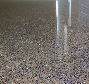 sol poli avec inclusions verres bleus